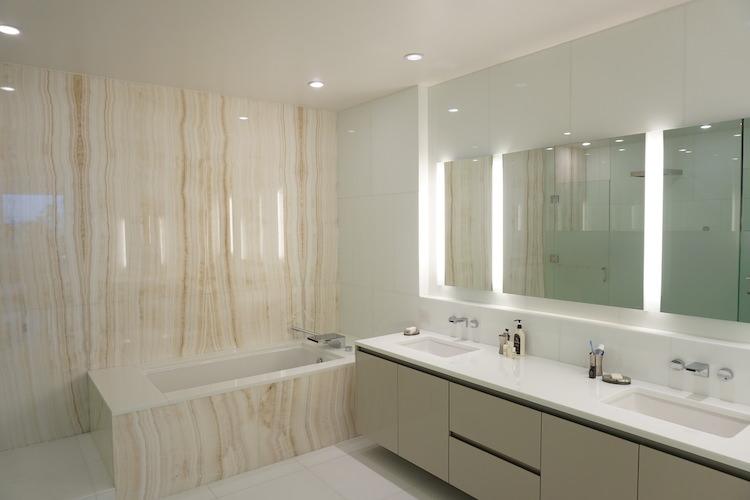 Waiea 500 Master bath - Hawaii House